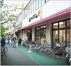立花寮の周りにはスーパーマーケットもあります