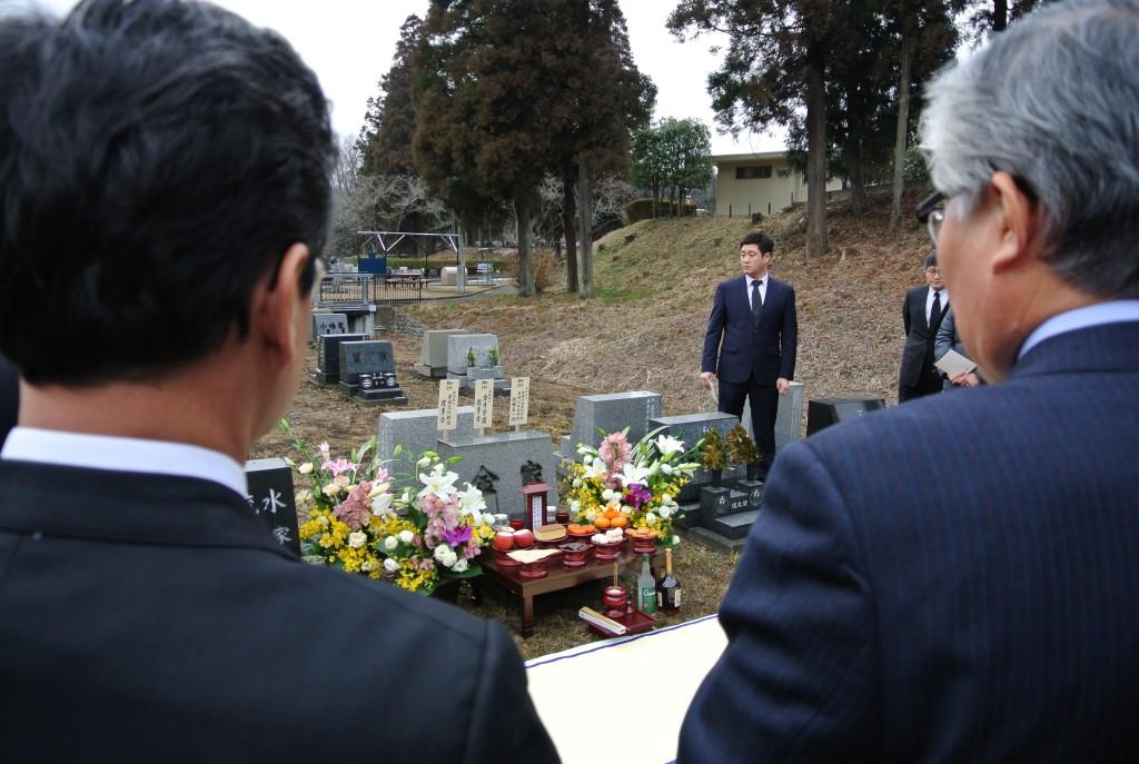 東喬金煕秀先生のお墓の参拝